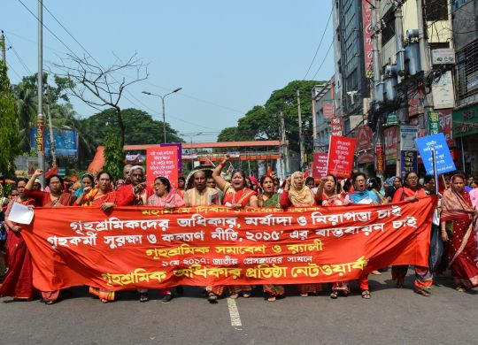 DWRN organised colourful Rally and Human Chain on May Day