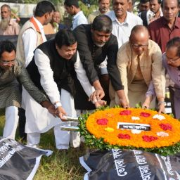SNF Leaders paid homage to them at Jurain Graveyard
